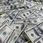الدولار يستهل عام 2019 على صعود والين يتلقى دعما من التماس الملاذ الآمن