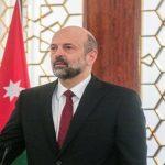 الأردن.. الرزاز يتعهد بمحاسبة الوزراء المخالفين لارتداء الكمامة