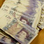 الاسترليني يرتفع بدعم من تراجع العملة الأمريكية وآمال بريكست
