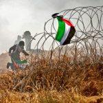 فيديو| تكتيكات سلمية جديدة بجمعة «المسيرة مستمرة» في غزة