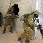 الاحتلال يشن حملة اعتقالات في نابلس ويغلق مداخل المدينة