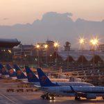 الصين تقر مشروعا بمليارات الدولارات لتوسيع مطار في إقليم شينجيانج