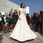 نحات إسرائيلي ينصب تمثالا ساخرا لوزيرة الثقافة في ساحة بتل أبيب