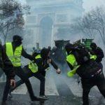 وزير الداخلية الفرنسي يحذر من أعمال شغب أثناء احتجاجات