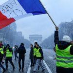 محتجو «السترات الصفراء» عادوا إلى باريس رغم التحذيرات