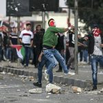 إصابة عشرات الفلسطينيين بالاختناق في مواجهات مع الاحتلال بـ«نابلس»