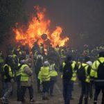 فيديو| تواصل مظاهرات الغضب في فرنسا.. الشانزليزيه يتحول إلى ساحة حرب