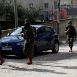 الاحتلال يشن حملة اعتقالات بالضفة بحثا عن منفذ عملية سلفيت