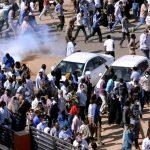 الشرطة السودانية تطلق قنابل الغاز على المتظاهرين في أم درمان