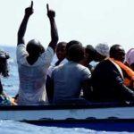 إنقاذ 6 مهاجرين من مركب في القنال الإنجليزي