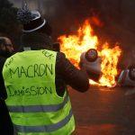 الجارديان: خطأ ديجول يُسقط ماكرون أمام السترات الصفراء