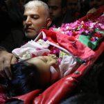 الفلسطينيون يشيعون جثمان الشهيد الطفل أحمد عابد شرق خان يونس