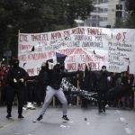 مئات الطلاب يتظاهرون في أثينا ذكرى مقتل فتى برصاص الشرطة خطأ
