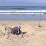 فيديو| رانا الرملاوي.. فلسطينية تبدع في تشكيل المنحوتات باستخدام الرمل والماء