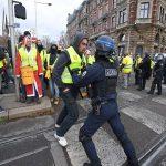 احتجاجات باريس.. 31 ألفا يتظاهرون في أنحاء فرنسا واعتقال 700
