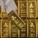 الذهب يهبط بفعل تحسن الشهية للمخاطرة والبلاديوم عند مستوى قياسي مرتفع