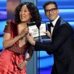 ساندرا أوه وآندي سامبرج يقدمان حفل جوائز جولدن جلوب