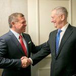 العاهل الأردني يلتقي وزير الدفاع الأمريكي في واشنطن