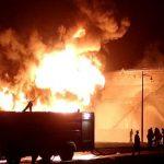 انفجار يهز مصافي نفط في عدن باليمن
