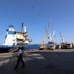 اليمن.. مخازن الحبوب بالحديدة في خطر