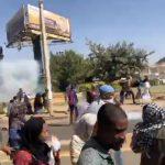 الشرطة السودانية تطلق الغاز على متظاهرين في الخرطوم