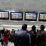 الاحتجاجات توقف حركة الطيران والقطارات في تونس