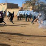 اشتباكات بين الشرطة السودانية والمتظاهرين في ذكرى الثورة