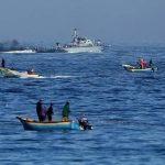 بحرية الاحتلال تعتقل صيادَين اثنين وتصادر مركبهما قبالة سواحل غزة