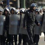شرطة زيمبابوي تعتقل قسا ناشطا في ثالث أيام الاحتجاج على أسعار الوقود