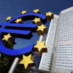 المركزي الأوروبي يبقي على سياسته النقدية لكن قد يقر بضعف النمو