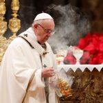 البابا فرنسيس يطالب بتوفير ميناء آمن لمهاجرين في سفينتي إنقاذ