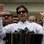 رئيس وزراء باكستان يتهم ماكرون بمهاجمة الإسلام