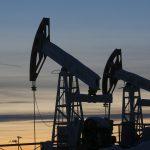 أسعار النفط مستقرة وسط تخفيضات أوبك ومخاوف التجارة