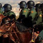 ترامب يرسل جنوداً مسلحين إلى حدود المكسيك