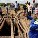 انتشال 8 عمال مناجم أحياء في زيمبابوي بعد أن حوصروا لأيام