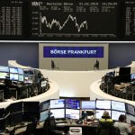 أسهم أوروبا تنخفض قبل بيانات عن أنشطة الأعمال