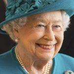 الملكة إليزابيث تحتفل بالذكرى الخمسين لتنصيب ابنها تشارلز أميرا لويلز