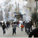إصابات بالاختناق واعتقالات في الضفة الغربية واستهداف الصيادين في غزة