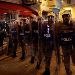 في يوم المرأة العالمي.. الشرطة التركية تطلق الغاز على تظاهرة نسائية