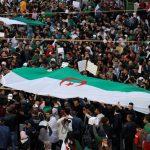 ألف شخص بين طلاب ومدرسين يتظاهرون وسط العاصمة الجزائرية