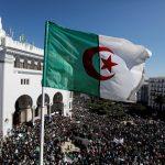 مواجهات بين الشرطة الجزائرية ومتظاهرين قرب القصر الجمهوري