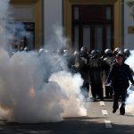 الشرطة الألبانية تستخدم الغاز ومدافع المياه لتفريق محتجين