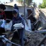 أطفال غزة وسط الأنقاض