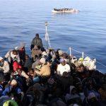 مقتل 10 مهاجرين بعد غرق قاربهم قبالة الساحل الليبي