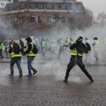 شاهد| حرب شوارع وعمليات تخريب في باريس