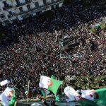 الجيش الجزائري ينأى بنفسه عن الرئيس
