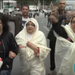 الجزائريات يرتدين الحايك خلال مظاهرات رفض العهدة الخامسة