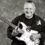 وفاة عازف الجيتار الأمريكي الشهير ديك ديل عن 81 عاما