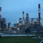 النفط يرتد عن مكاسبه ويهبط بشدة بفعل بيانات أمريكية