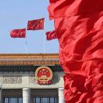 الصين تقر تعديلات على قانون لتجريم إهانة العلم الوطني